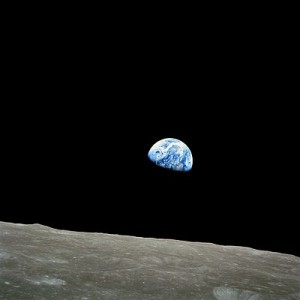 400px-NASA-Apollo8-Dec24-Earthrise